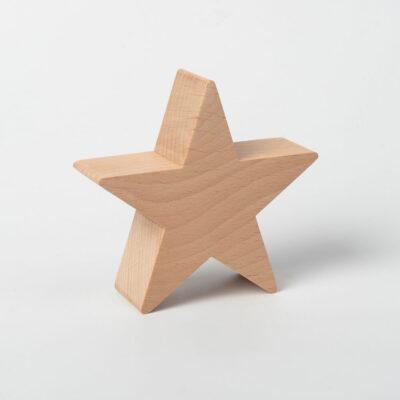 Okras na vrhu lesene jelke