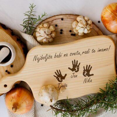 Lesena kuhinjska deska - darilo za babico